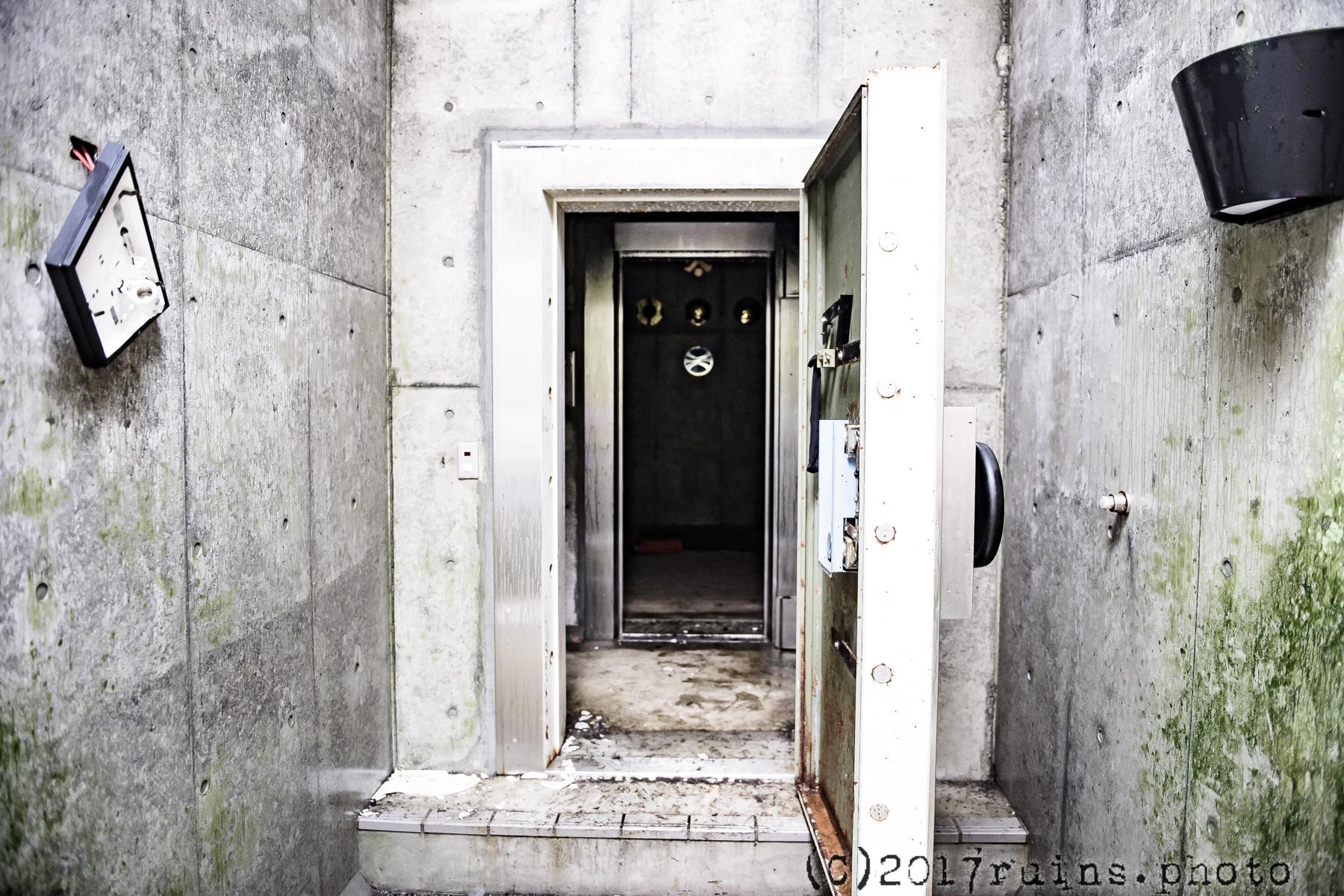 三洋証券洗心寮巨大地下金庫の扉
