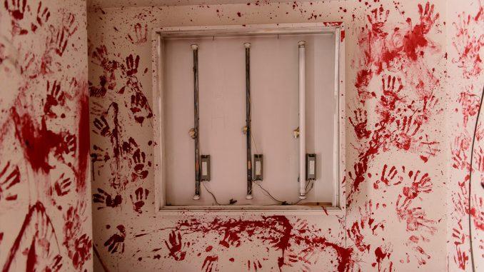 ホテルトロピカル血の手形