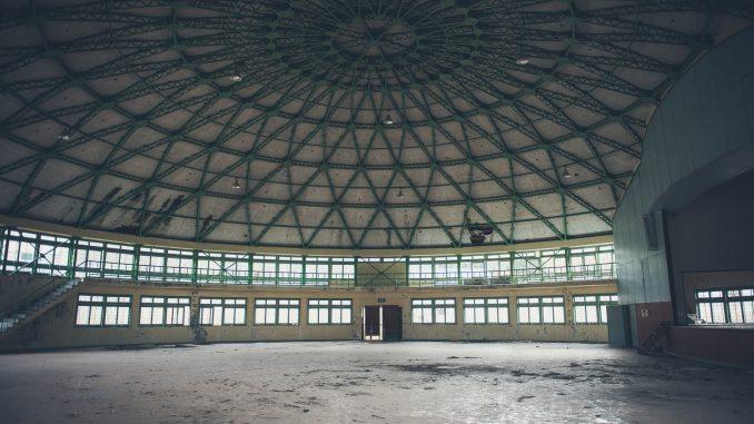 太陽小学校:円形体育館の全景