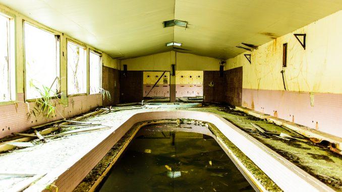 築別炭鉱坑口浴場-奥から入り口方向を望む