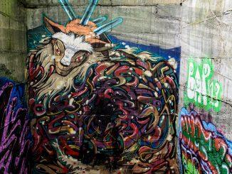 ブロックアートのメイン階段に描かれた「もののけ姫」のシシ神様