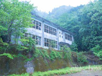東ノ川小中学校校舎外観