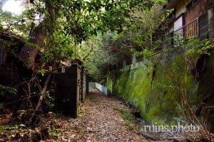 住宅地の隣にある現代のゴーストタウン:田浦住宅街(神奈川県横須賀市)
